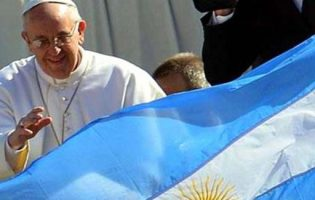 """Francisco: """"pido a Dios que bendiga nuestra Patria"""""""