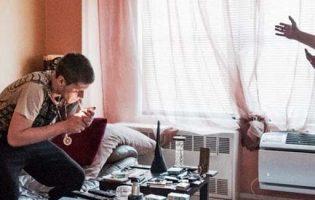 Un padre desesperado se provocó una sobredosis de heroína para enseñarle una lección a su hijo adicto